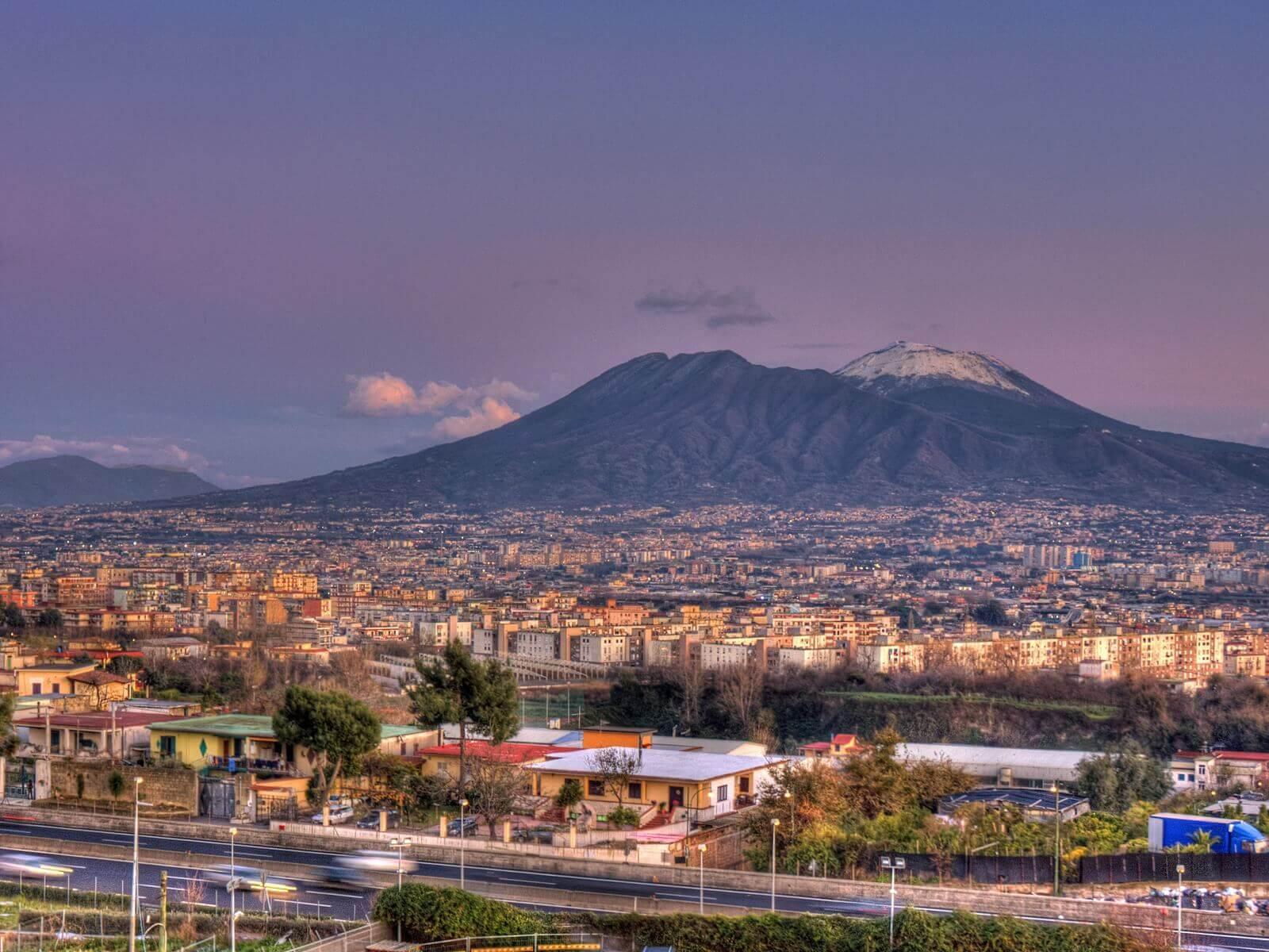 Mount_Vesuvius_in_Naples_Italy_Napoli1