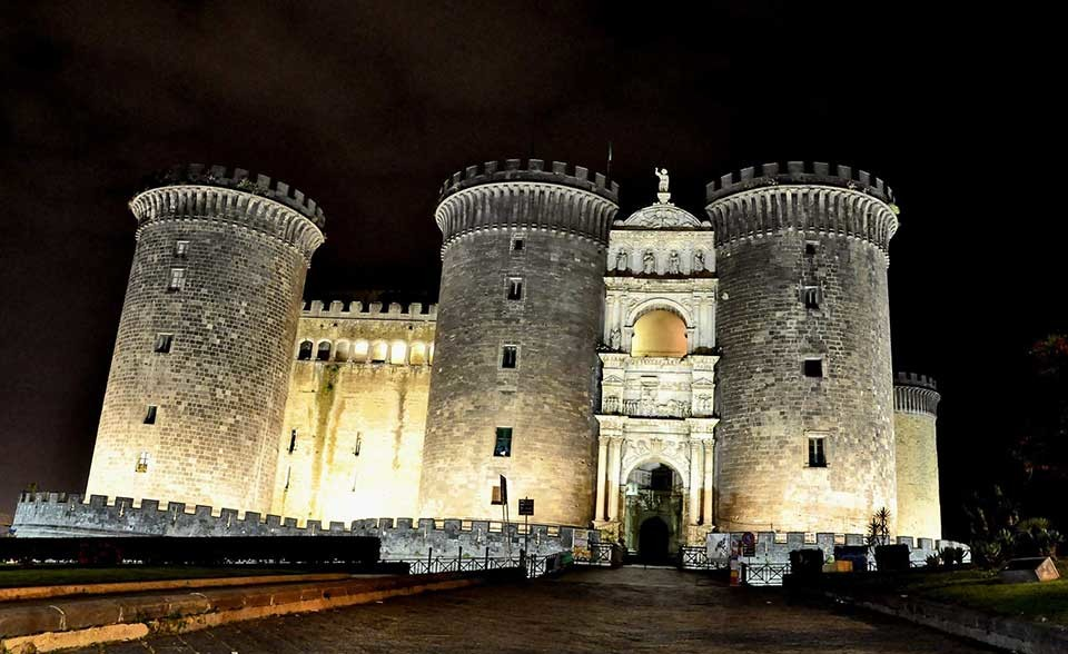 Средневековый Неаполь. Кастел Нуово